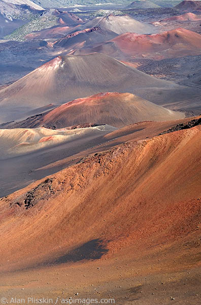 Dormant vents and volcanic ash create this colorful scene in Haleakala on Maui.