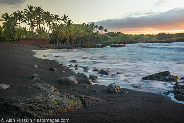 This is one of the more popular black sand beaches in Hawaii. Although quite some distance from any town, it is usually quite busy, but not the morning I arrived.