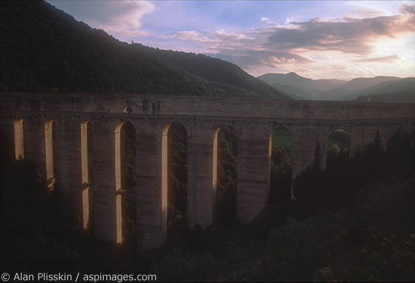 Aqueduct near Spello in the fading afternoon light.
