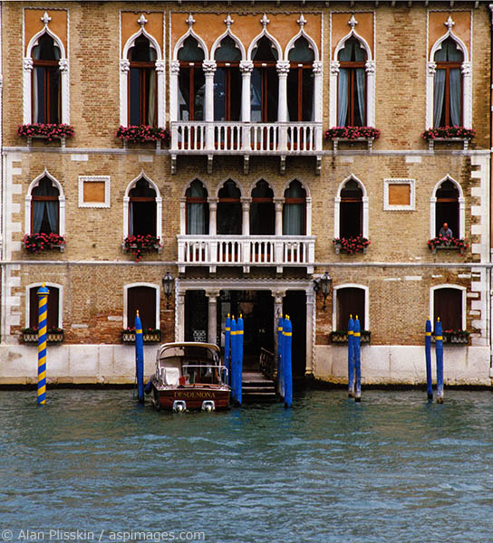 An often photographed house along the canals of Venice.